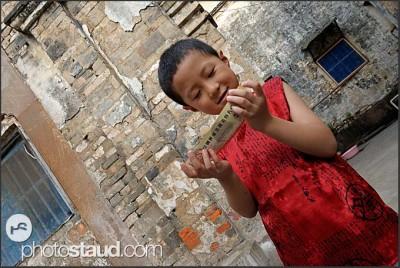 Čínský chlapec v historickém centru Tunxi