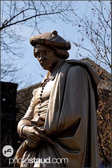 Statue of Rembrandt in Rembrandtplein, Amsterdam, Holland, The Netherlands, Europe