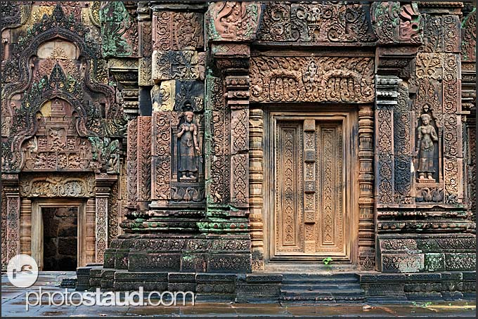 Elaborate relief carvings in walls and doors of banteay