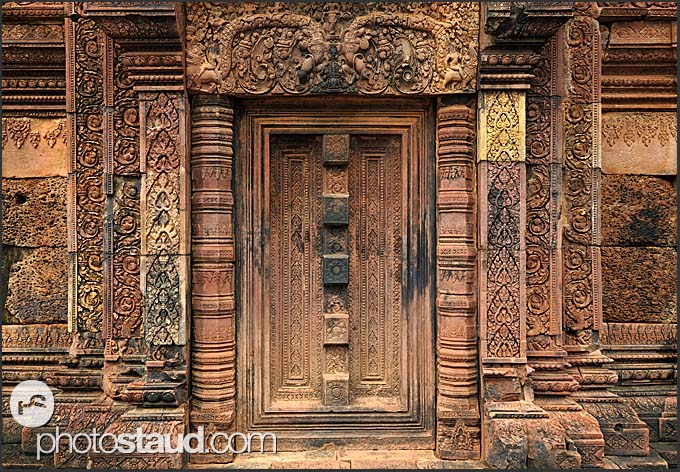 banteay srei blind stone door in banteay srei temple angkor cambodia