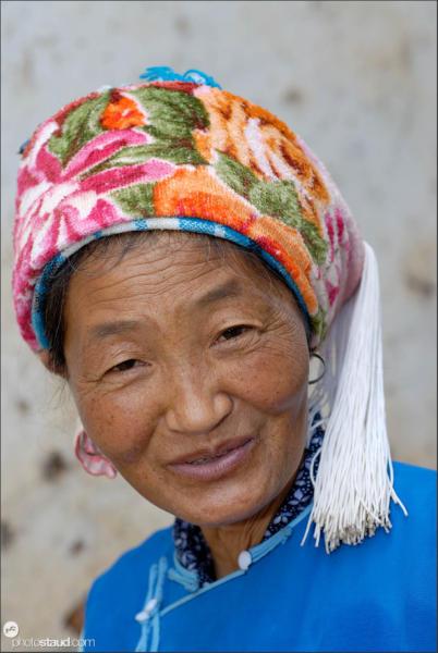 Bai woman in Shuanglang fishing village, Yunnan, China