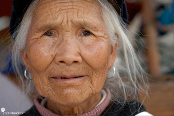 Old Naxi woman in Lijiang, Yunnan, China