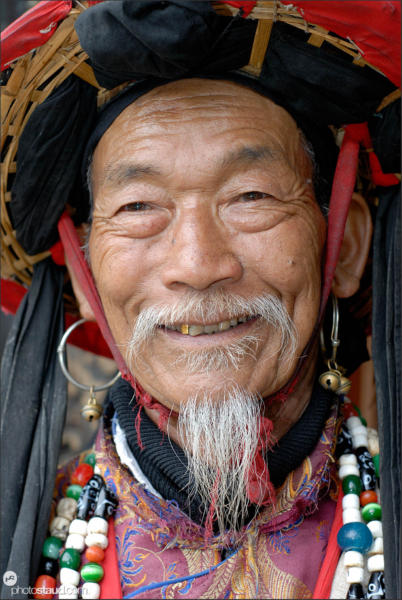 Old Naxi man in Lijiang, Yunnan, China