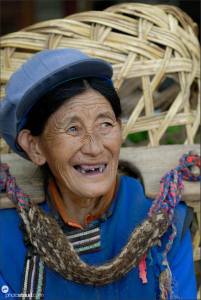 Old Naxi woman in Lijiang, Yunnan, China