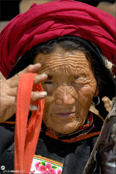 Old Tibetan woman, Zhongdian – Shangri-la, Yunnan, China