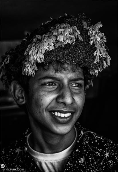 Flower people of Saudi ArabiaQahtani men living in the Asir region of Saudi Arabia are nicknamed Flower Men for crowning their heads with elaborate arrangements of herbs, flowers, and grasses.